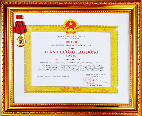 Mr. Pham Ngoc Lam was awarded Labor Medal Grade 3