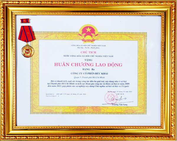 Duc Khai Corporation was awarded the Labor Medal Grade 3
