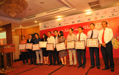 HCMC People's Committee awarded certificates of merit for Duc Khai Corporation